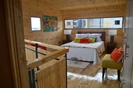 Cabaña Loft San Antonio: Dormitorios de estilo moderno por EstradaMassera Arquitectura