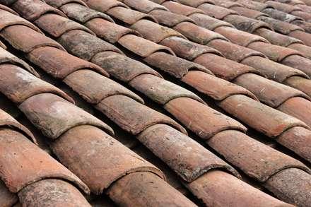 CASA VICUÑA: Paredes y pisos de estilo rural por ALIWEN arquitectura & construcción sustentable