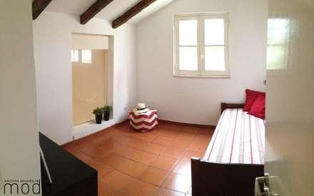 Dormitorios de estilo rústico por Modo Arquitectos Associados