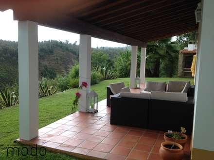 Reabilitação de moradia em Levegada: Jardins rústicos por Modo Arquitectos Associados