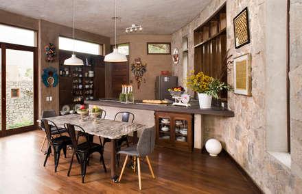Casa Chontay: Comedores de estilo moderno por Marina Vella Arquitectura