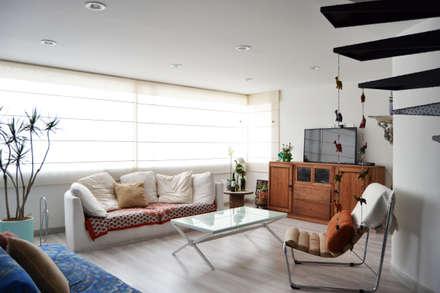 APARTAMENTO 64: Salas de estilo ecléctico por santiago dussan architecture & Interior design
