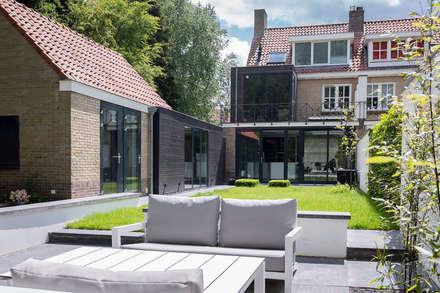 Verbouwing stadswoning: minimalistische Tuin door B-TOO