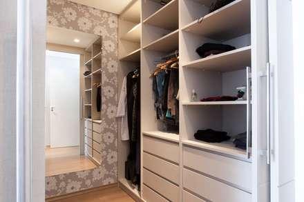 Suíte MD: Closets modernos por Luciana Ribeiro Arquitetura