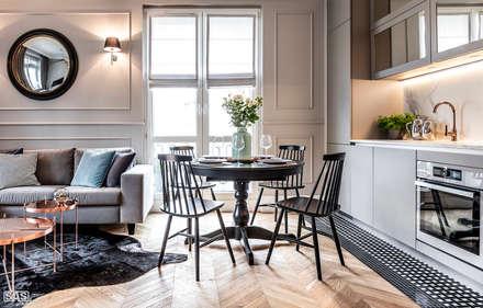 Mieszkanie w kamienicy: styl , w kategorii Jadalnia zaprojektowany przez SAS