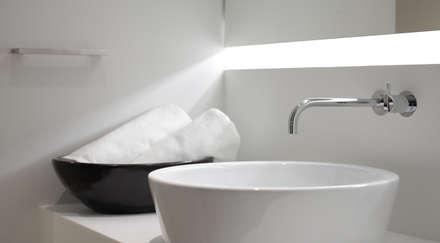Appartment 911 - 阿倍野のアパートメント・リノベーション: Jun Murata   |   JAMが手掛けた浴室です。