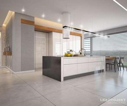 Wohnzimmer, Küche, Schlafzimmer, Bad; Garderobe, Swimmingpool, Sauna - nicht nur die Aussicht ist fantastisch... : moderne Küche von LK&Projekt GmbH