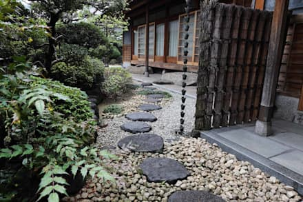 Jardines de estilo asiático por 杉田造園 株式会社
