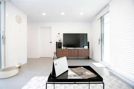 1억대로 짓는 중정을 품은 단층전원주택 : 한글주택(주)의  거실