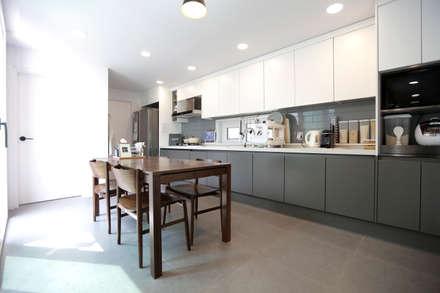 1억대로 짓는 중정을 품은 단층전원주택 : 한글주택(주)의  주방