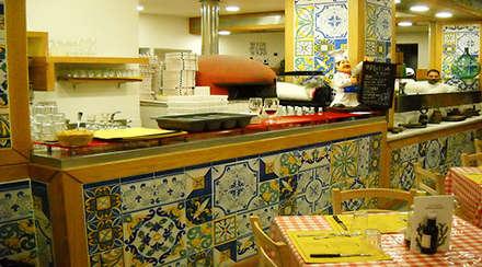 Bodegas de estilo mediterráneo por CEAR Ceramiche Azzaro & Romano Srl