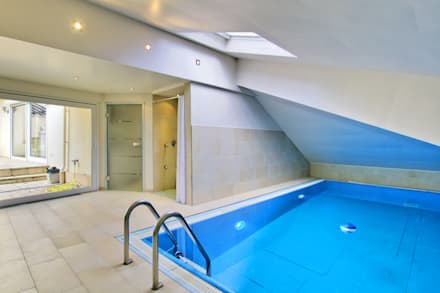 modern Pool by Immobilienphoto.com