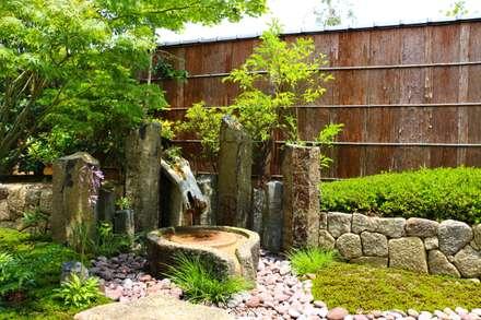 山荘 天の里 貸切風呂: 有限会社 福山造園が手掛けた庭です。