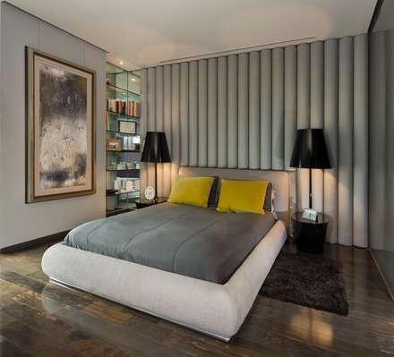 Penthouse Punto Central: Recámaras de estilo moderno por Línea Vertical