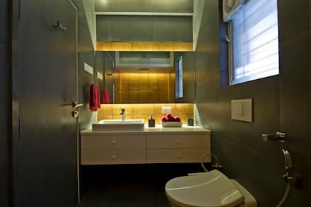 Residence Interiors At Mukundnagar, Pune: Modern Bathroom By Urban Tree