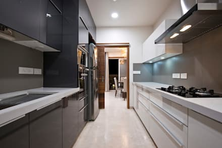 Residence Interiors at Mukundnagar, Pune: modern Kitchen by Urban Tree