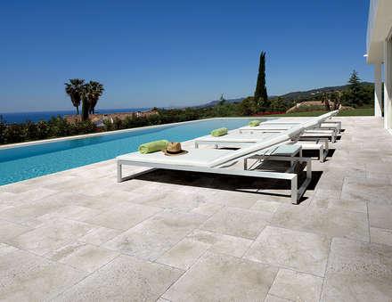 COEM - Aquitaine: mediterraan Zwembad door Spadon Tegelprojecten