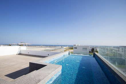 minimalistic Pool by ARKILINEA