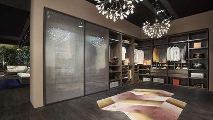 Hervorragend Kleiderschrank Mit Glastüren In Transparenter Leinenoptik: Moderne  Ankleidezimmer Von Livarea