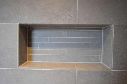 Badkamer referentie Alkmaar - AGZ badkamers en sanitair: moderne Badkamer door AGZ badkamers en sanitair