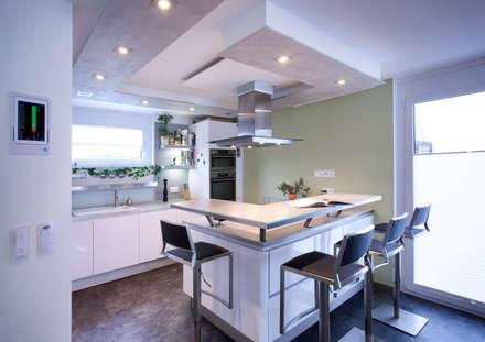 Offene Küche : moderne Küche von Klaus Geyer Elektrotechnik