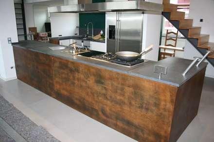 Alles Individuell, Küche: industriale Küche von Design Manufaktur GmbH