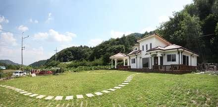 자연 속 힐링의 공간(원주 성남리 주택): 윤성하우징의  주택