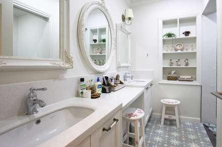 자연 속 힐링의 공간(원주 성남리 주택): 윤성하우징의  화장실