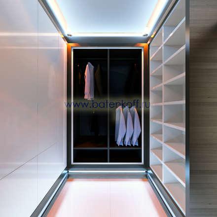 Дизайн проект спальной комнаты в двух уровневом пентхаусе в ЖК Антарес от Батенькофф: Гардеробные в . Автор – Дизайн студия 'Дизайнер интерьера № 1'