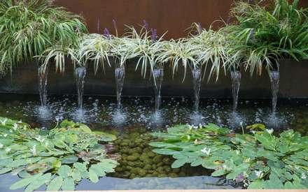 Aussenanlage mit der Natur verbunden.: moderner Garten von Paul Marie Creation