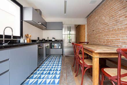 Nhà bếp by Tria Arquitetura