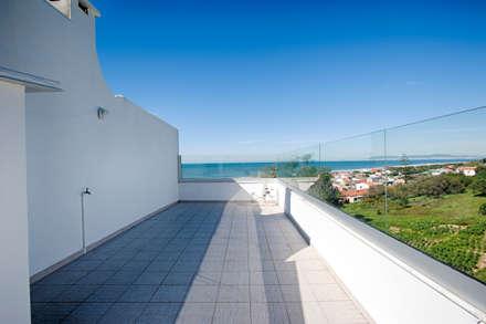 Casa de Praia : Terraços  por Santiago | Interior Design Studio