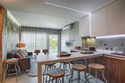 Casa de Praia : Cozinhas industriais por Santiago | Interior Design Studio