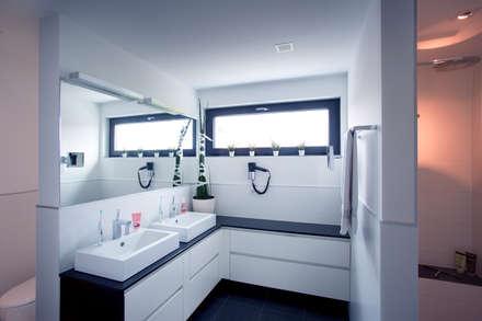 Badezimmer: moderne Badezimmer von Klaus Geyer Elektrotechnik