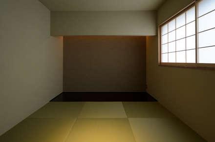 和室: バウムスタイルアーキテクト一級建築士事務所が手掛けた寝室です。