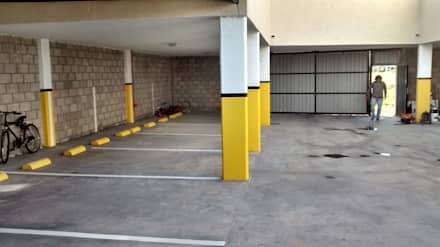 Complejo de cocheras y departamentos, obra llave en mano: Garajes de estilo clásico por BULLK CONSTRUCTORA