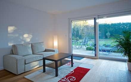 Gästezimmer: moderne Schlafzimmer von GRID architektur + design