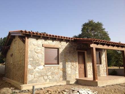 Casa Modular Rústica 67m2 . Salamanca: Casas de estilo rústico de MODULAR HOME