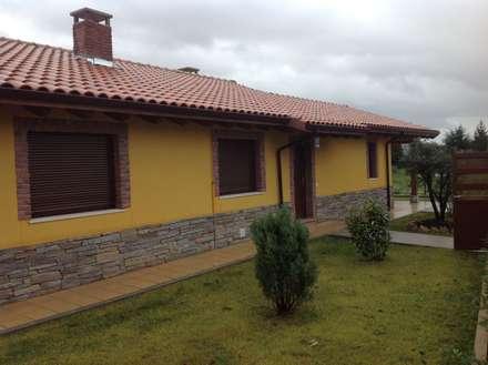 Casa una Planta (Asturias): Bodegas de estilo rústico de MODULAR HOME