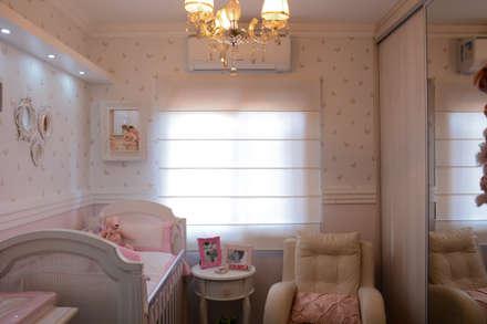 classic Nursery/kid's room by Camila Chalon Arquitetura