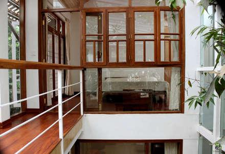 "the ""court"" house:  Windows by de square"