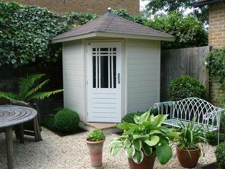Posh Corner Shed: classic Garage/shed by Garden Affairs Ltd