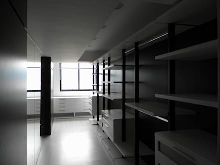 minimalistic Dressing room by BLUE POLYGON C.A.