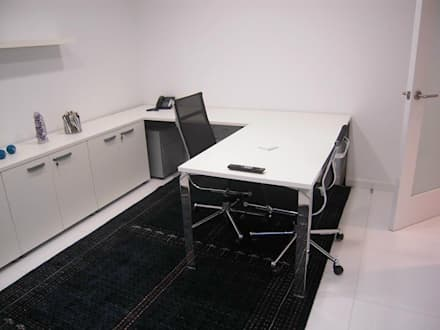 Pent House en Res. Vald'osta: Oficinas de estilo minimalista por BLUE POLYGON C.A.