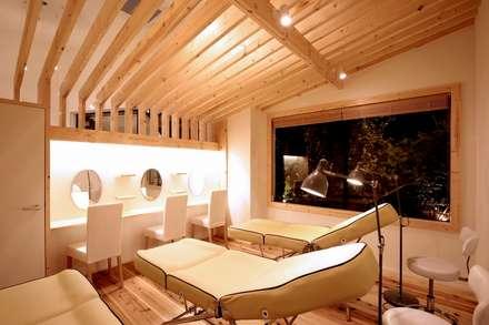 アイラッシュ: ニュートラル建築設計事務所が手掛けた壁・フローリングです。
