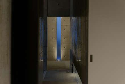 みなも: 風景のある家.LLCが手掛けた玄関・廊下・階段です。