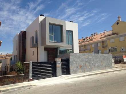 VIVIENDA UNIFAMILIAR AISLADA: Casas de estilo moderno de FRAMASA CONSTRUCTORA DEL NOROESTE SLU