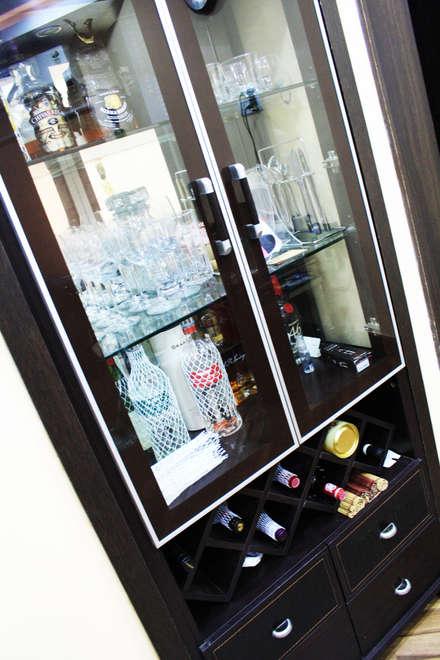 Bodegas de vino de estilo asiático por Ashpra Interiors