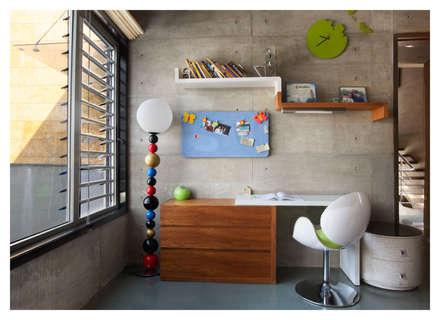 Butterfly House: modern Windows & doors by ESSTEAM