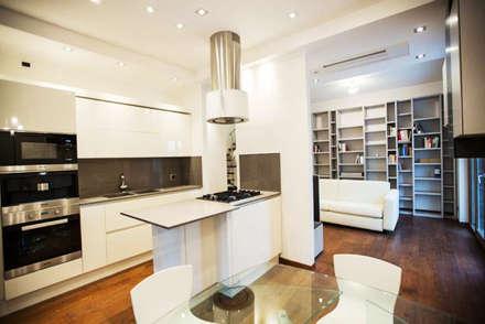La cucina: Cucina in stile in stile Moderno di Archihouse